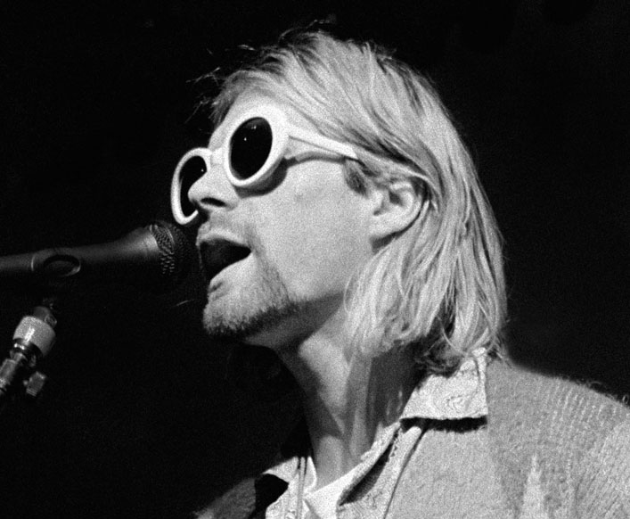 Kurt_Pink_Singing_BW_600px